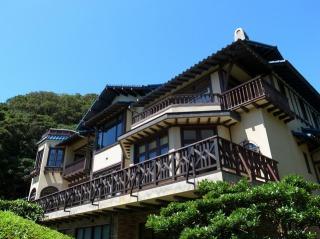 3階建ての鎌倉文学館