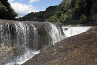 ラベンダーパークの周辺観光は吹割の滝