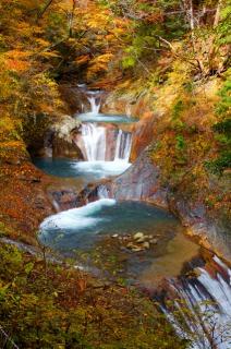 西沢渓谷・七ツ釜五段の滝の紅葉