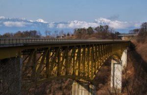 八ヶ岳高原大橋から眺める八ヶ岳と紅葉