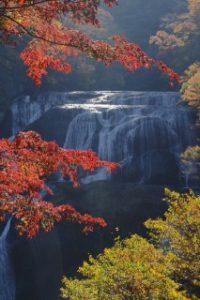 袋田の滝と真っ赤な紅葉