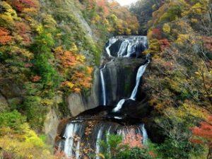 袋田の滝(別名四度の滝)と紅葉