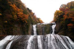 大迫力の袋田の滝と紅葉