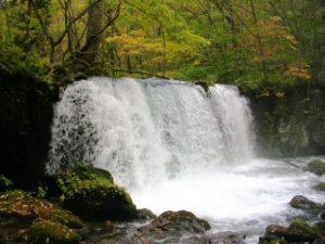 奥入瀬渓流の滝と紅葉