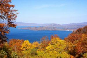 発荷峠展望台からの十和田湖と紅葉
