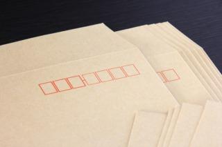 企業には封筒がたくさん送られてきます