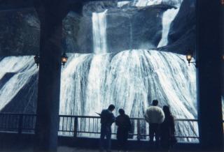 日本三名瀑の一つ袋田の滝