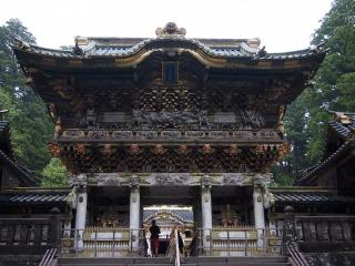 国宝の陽明門、508体の彫刻で覆われています