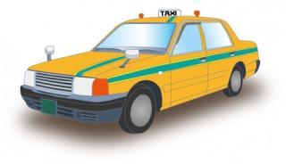 黄色にグリーンストライプのタクシーが走っています