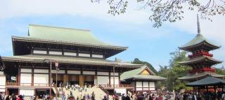 成田山新勝寺大本堂と三重塔