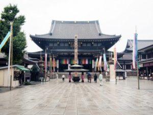 川崎大師大本堂前広場