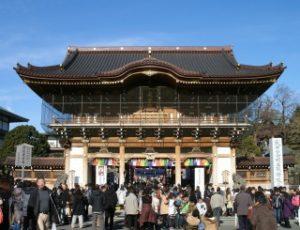 成田山の表玄関・総門