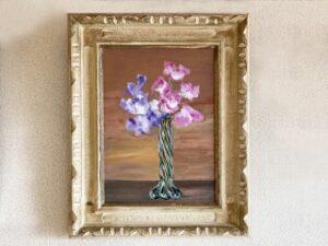 壁に掛けられたお花の油絵